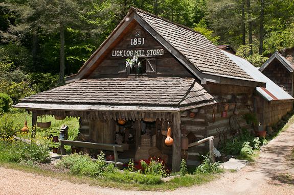Highlands, North Carolina – The Lick Log Mill Store