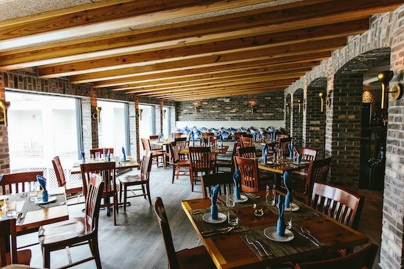 Interior dining area at Coda del Pesce (Phot by Andrew Cebulka)