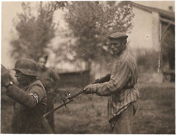 Jews prisoner taking a German soldier prisoner.