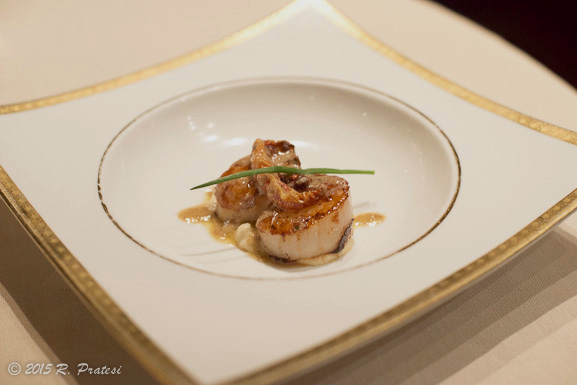Grilled King Scallops, Cauliflower Puree, Confied Tomatoes & Hazelnut Vinaigrette