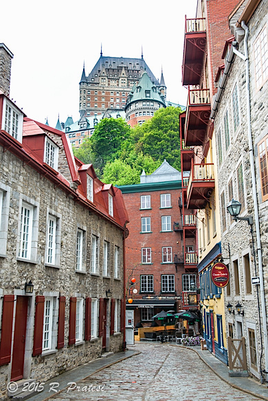 A view of the grand Château Frontenac from below