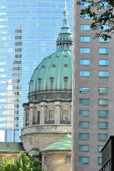 * Downtown Montréal