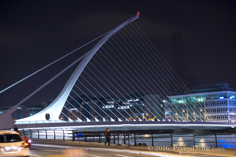 The symbol of Ireland, a harp - The Samuel Beckett Bridge